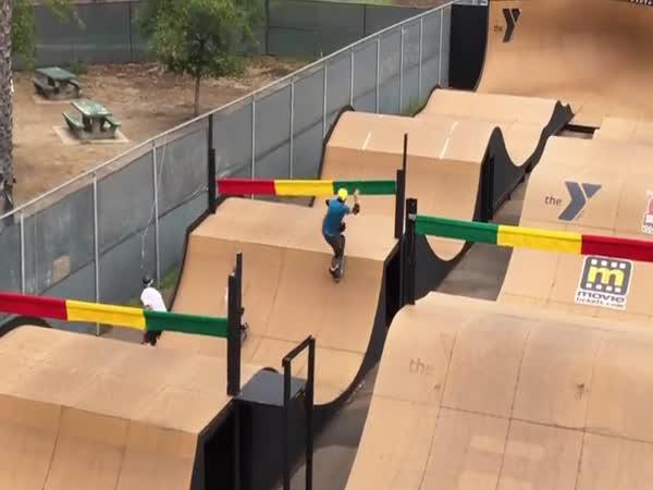 Závod skateboardistů - Skatecross