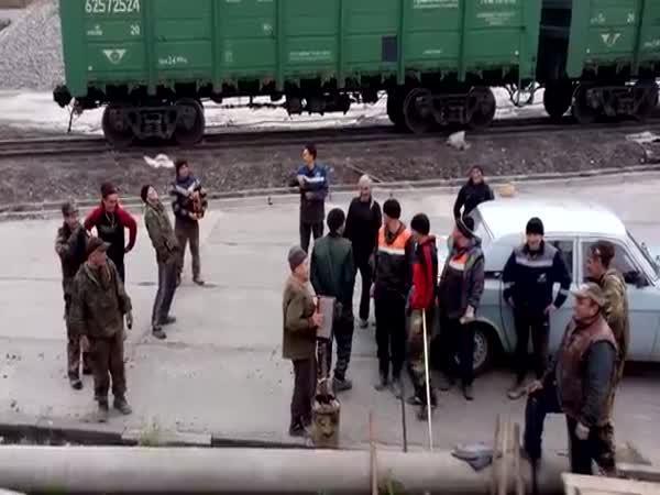 Kolik Rusů se vejde do moskviče