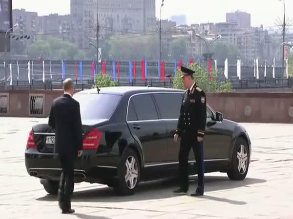 Takhle jezdí Putin do práce