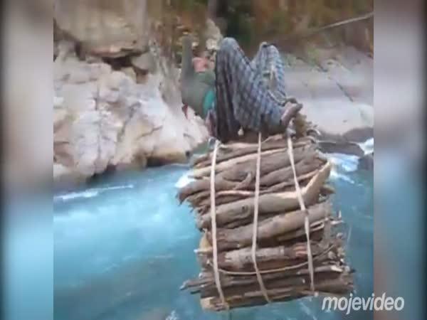 Nepálská žena při práci