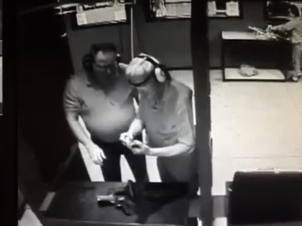 Idioti na střelnici