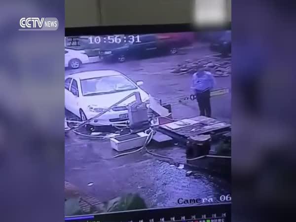 Když ti tajfun odnese kancelář