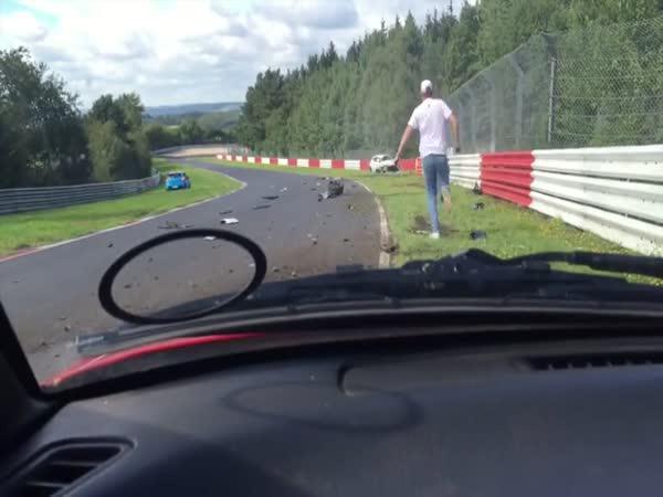 Hrůzostrašná nehoda Renaulta