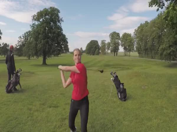 Frustrovaná golfistka vs. dron