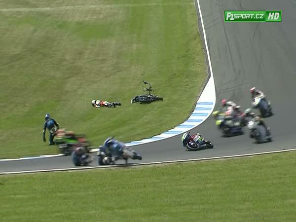 Moto3 - hromadná nehoda
