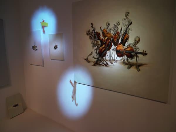 Invaze v galerii (videomapping)