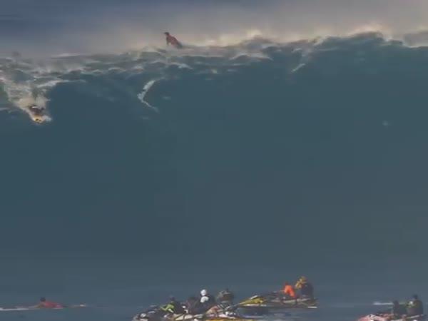 Surfaři vs. extrémně vysoké vlny