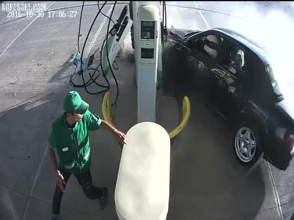 Stylový příjezd na pumpu