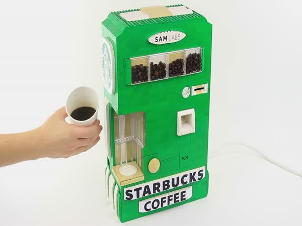 Kávovar vyrobený z Lega