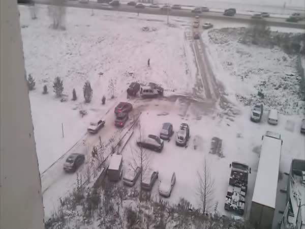 Dopravní problémy na zmrzlém sídlišti