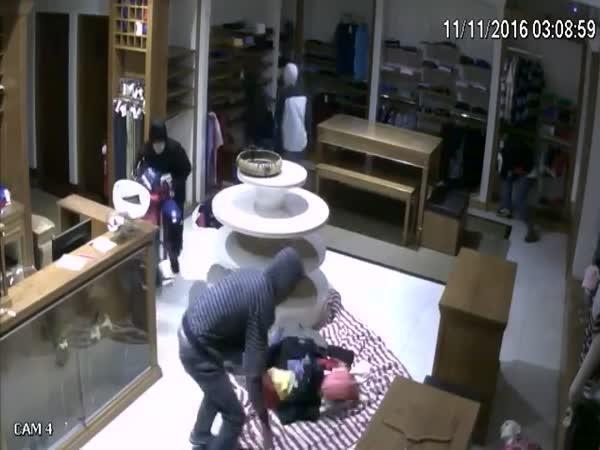 Ukradli v obchodě úplně vše