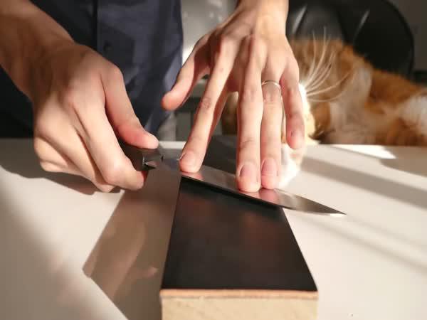 Brusič a laciný nůž
