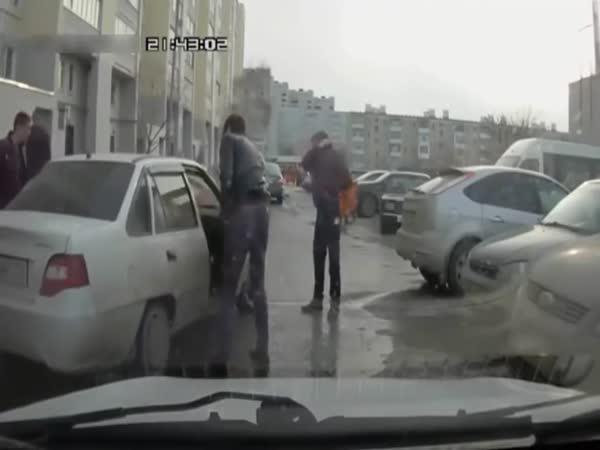 Rusko - rvačka na parkovišti