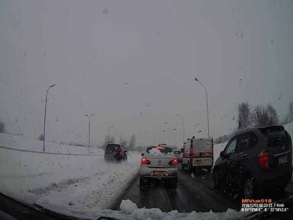 Výhoda velkých silných aut v zimě
