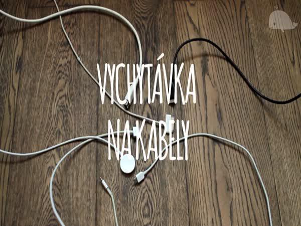 Jak udržet kabely na stole
