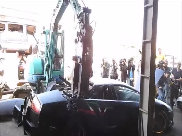 Lamborghini Murciélago zničeno úřady