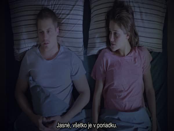 Kamarádka v posteli