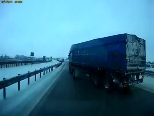 Borec - Kamion zvládl smyk