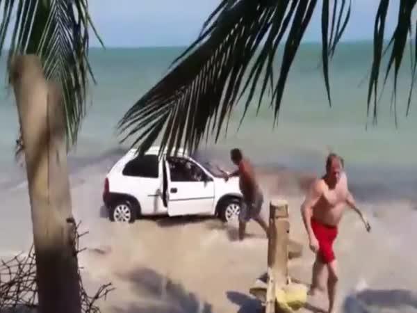Auto na pláž nepatří