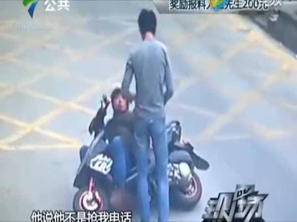 Borec zneškodnil zloděje na mopedu
