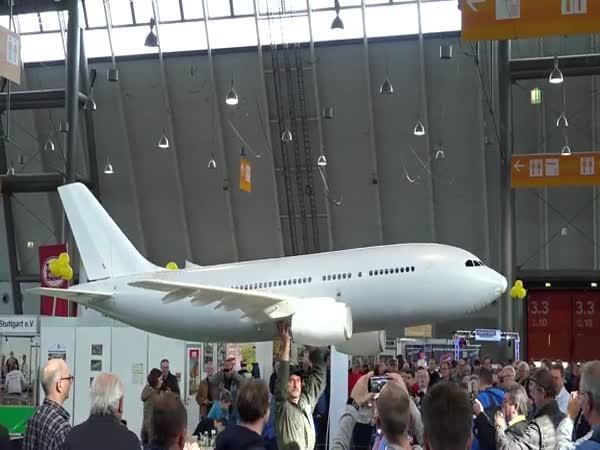 Největší RC letadlo do haly