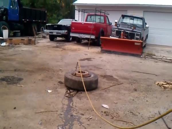 Hrozivá síla explodujících pneumatik