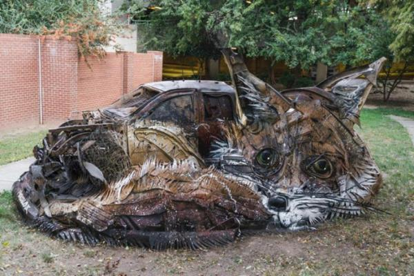 GALERIE - Zvířecí sochy ze smetí