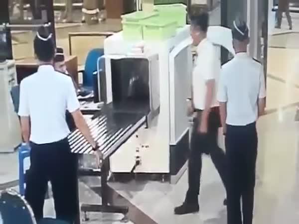 Opilý pilot před odletem
