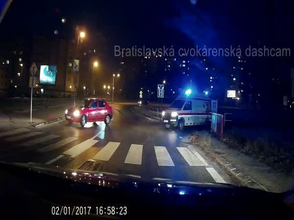Slovensko - sanitka vs. idiot