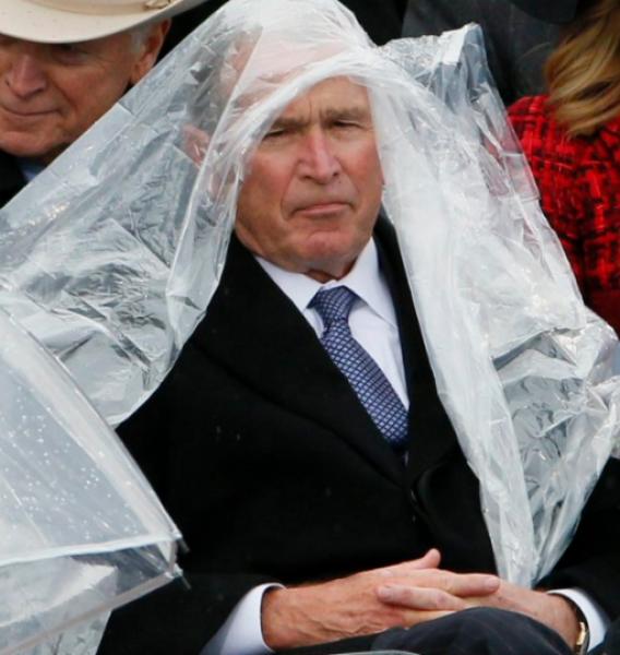 GALERIE - Bush bojuje s pláštěnkou