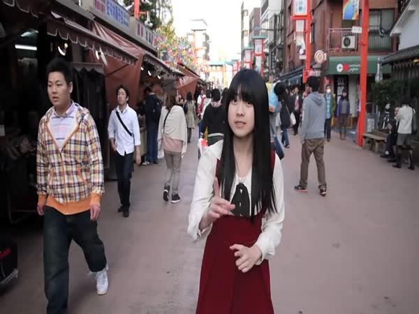 Japonka dělá beatbox