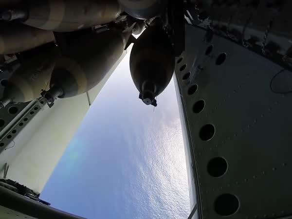 Jak vypadá bombardování z letounu B-52