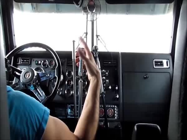 Když má kamión více než jednu řadicí páku