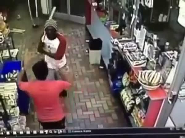 Útok baseballkou na prodavače