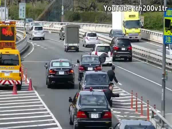 Japonsko - Pozor jede politik