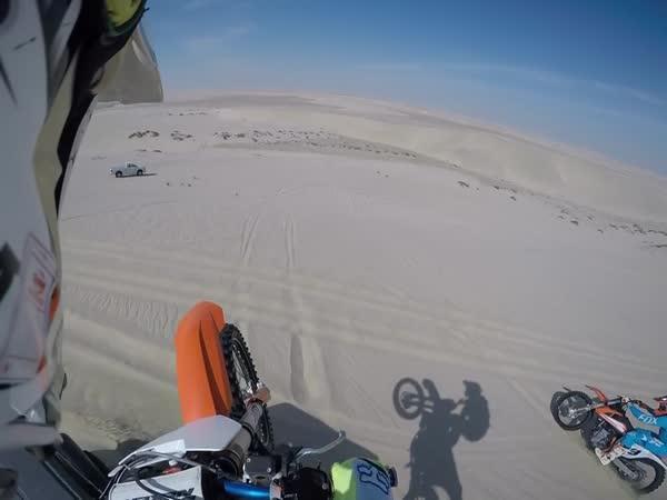 Překvapení na motorce v poušti