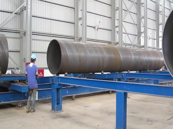 Proces výroby velkorozměrového ocelového potrubí