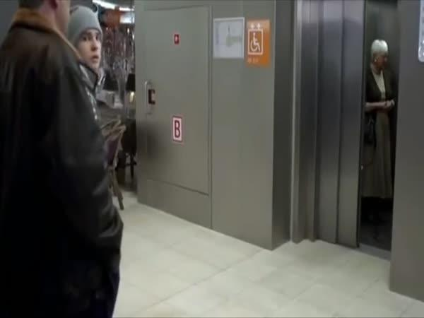 Vesničané poprvé vidí výtah