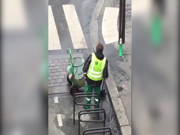 Neskutečná chuť do práce (Paříž)