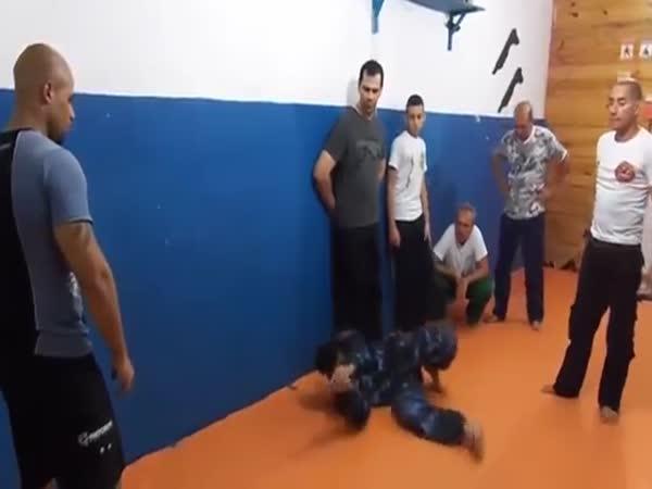 Návod - Jak odzbrojit muže několika způsoby
