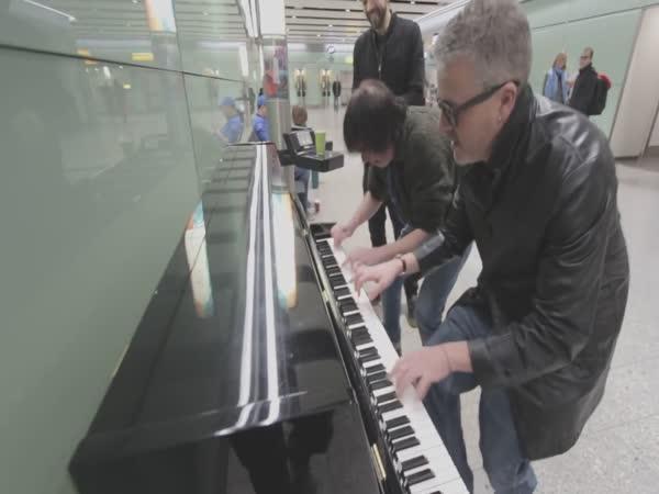 Tři borci to rozjeli na klavír