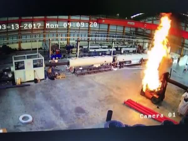 Exploze ještěrky při práci