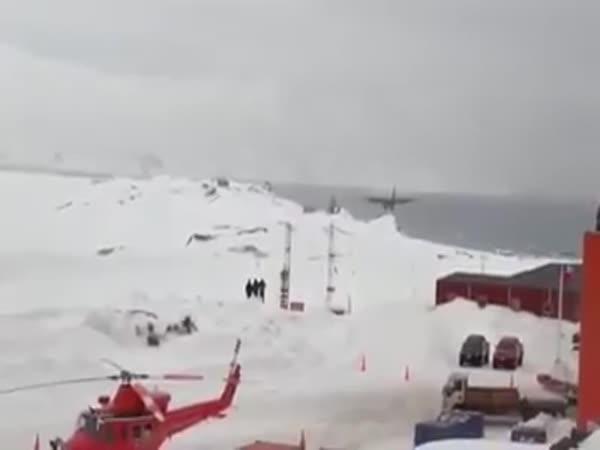 Drsné přistání na Antarktidě