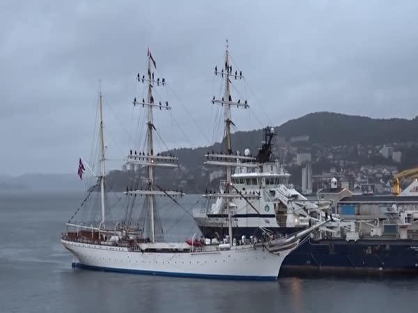 Stylový příjezd námořníků