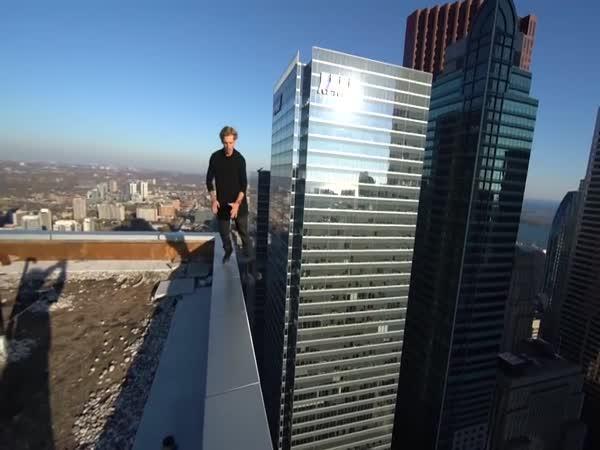 Tenhle pán nemá strach z výšek