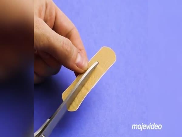 Jak si nalepit náplast na prst