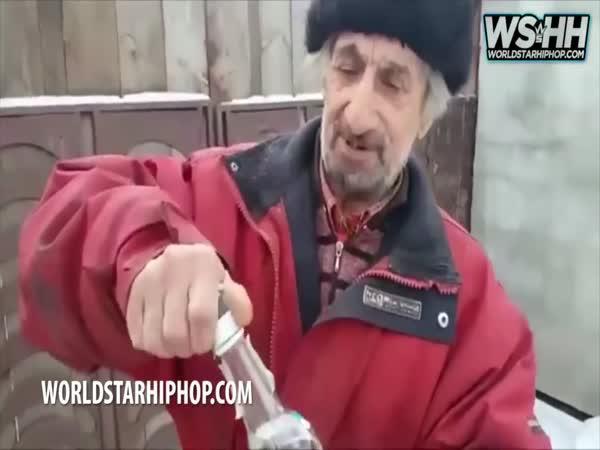 Ruský děda snídá 3 lahve vodky