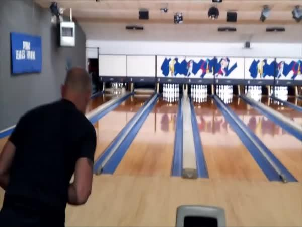 Bowling - 12 striků za sebou za 90 sekund
