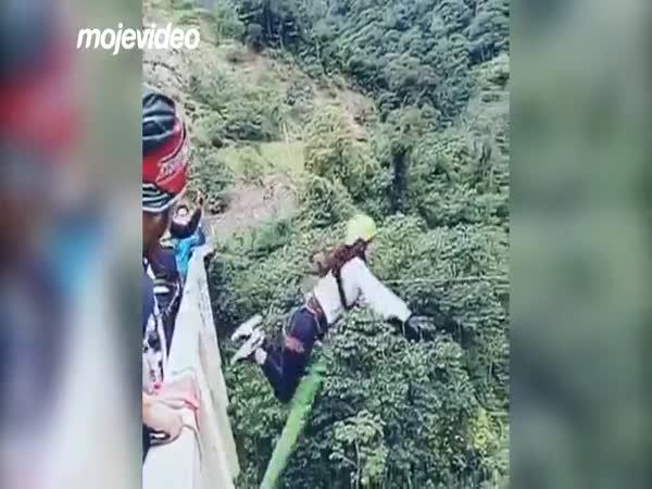 Když se bungee jumping zvrtne
