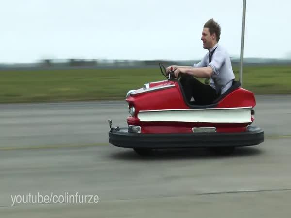 Přes 170 km/h v pouťovém autíčku